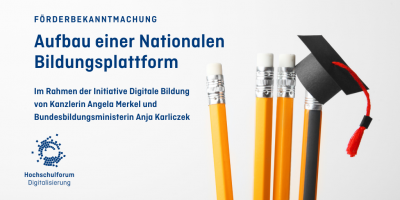 4 gelb-orange Bleistifte mit Radiergummis am Ende, der rechte trägt einen kleinen Doktorhut; Schrift: Förderbekanntmachung: Aufbau einer nationalen Bildungsplattform