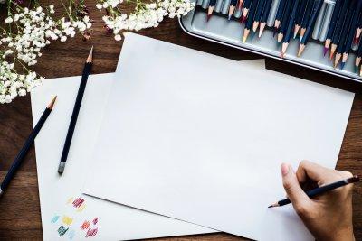 Weißes Papier und Stift