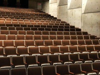 Leerer Hörsaal in Zeiten von Corona