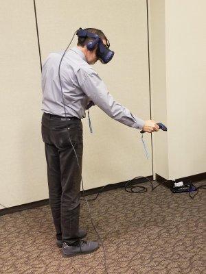 Marco Winzker bei der VR-Anwendung