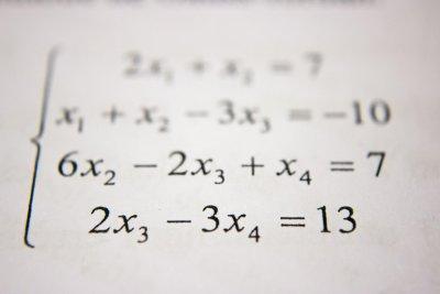Übungsaufgaben in der Mathematik? Gehen auch digital! Bild: [https://unsplash.com/photos/05A-kdOH6Hw Antoine Dautry]