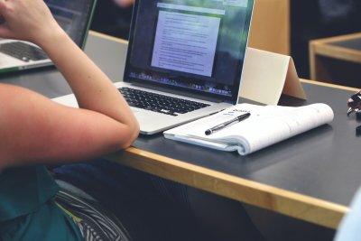 Prüfungen während Corona müssen digital abgehalten werden – aber wie?