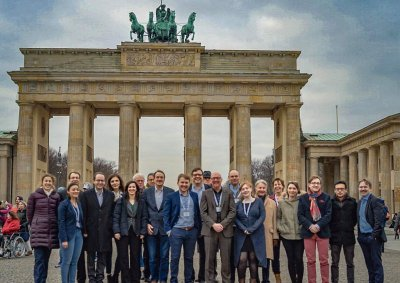 Group in front of Brandenburger Tor