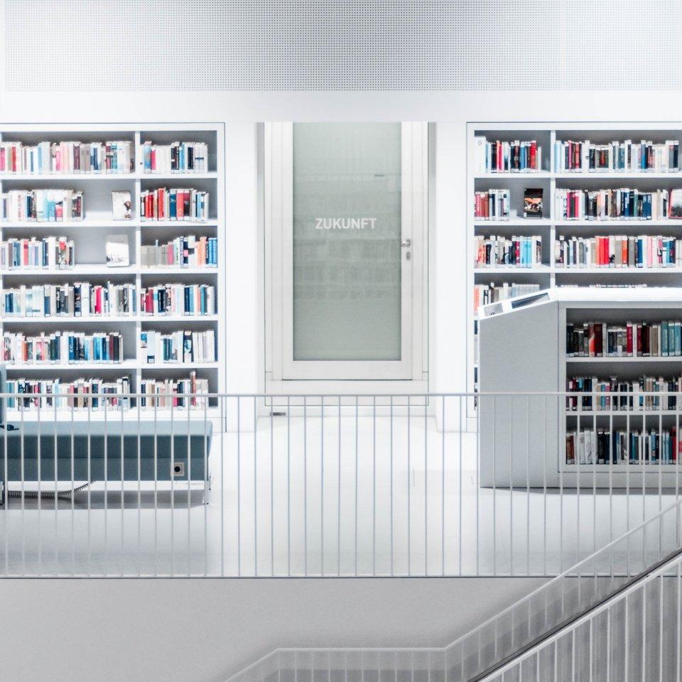 Klassicher Lernraum: die Bibliothek